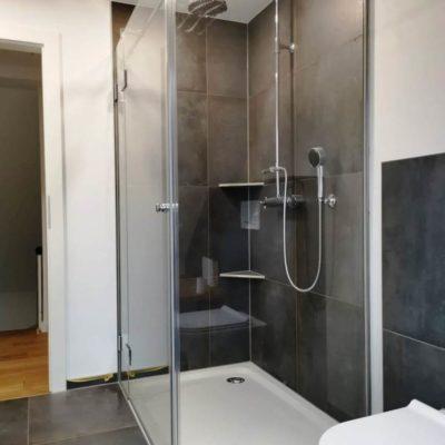 Dusche mit 2 Seitenteilen-k