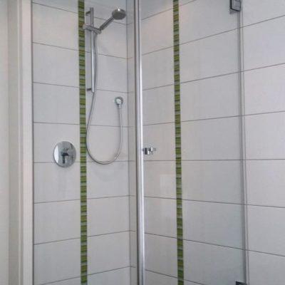 Dusche mit Seitenteil